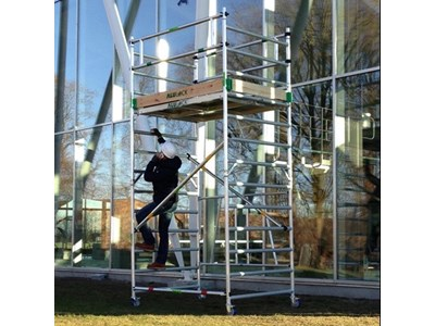 Mobile scaffold tower 4,25 m. Working height 75 x 245 cm.