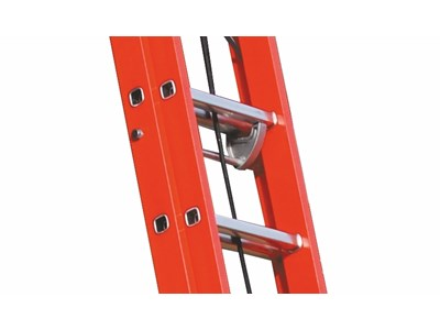 Fiberglass extension ladder