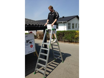 Trestle ladder with platform 2 x 8 rungs.