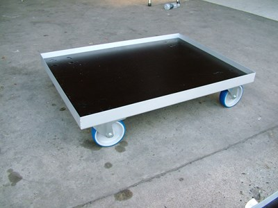 Transport bases for aluminium boxes